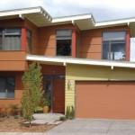 Casa Moderna de Dos Niveles