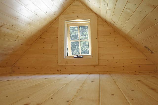 casa diminuta madera sobre ruedas