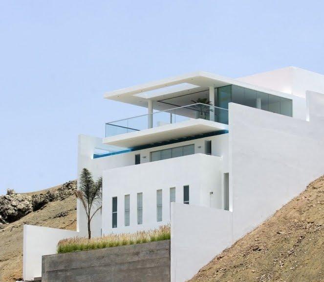 casa en pendiente en la playa
