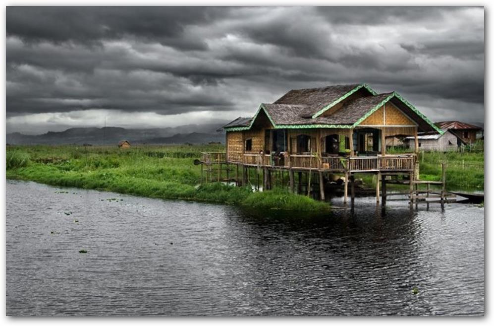 Casa sobre el agua con pilotes