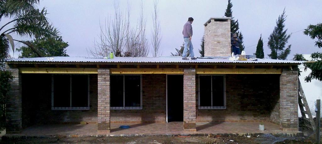 Fachadas de quincho con un dormitorio economicas con - Ladrillos a la vista ...