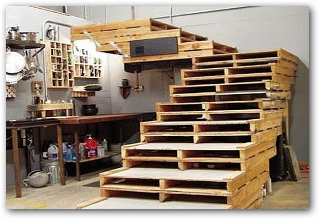 Utilizar palets para construir muebles for Construir escalera de madera