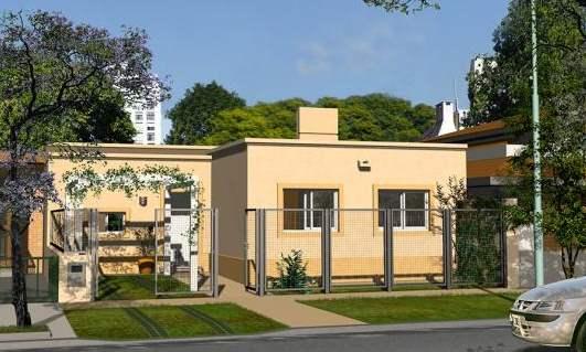 Fachada de casa de 3 dormitorios con jardín frontal