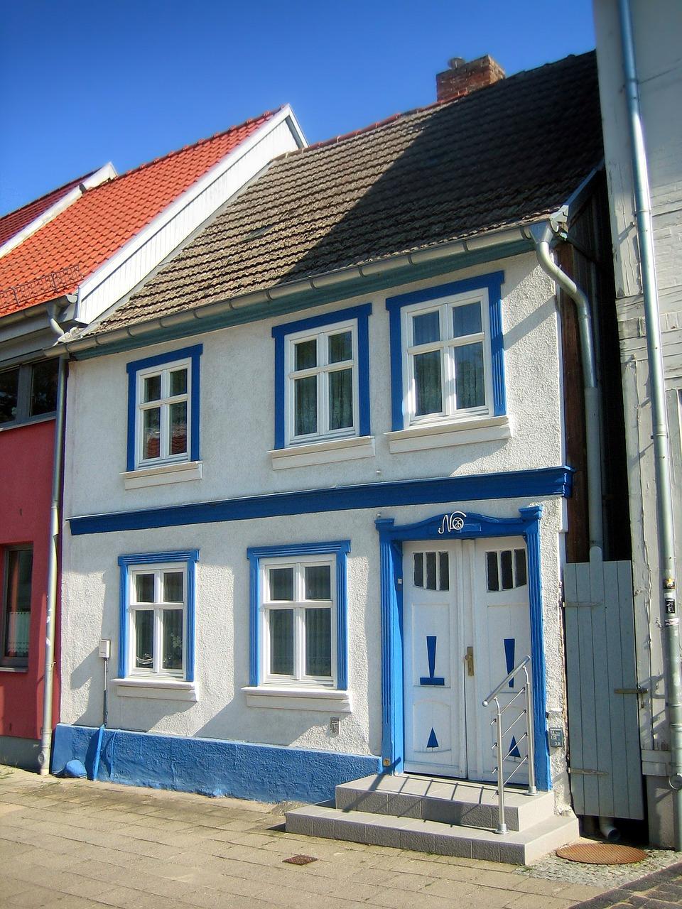 fachadas de casa en barrios comunes