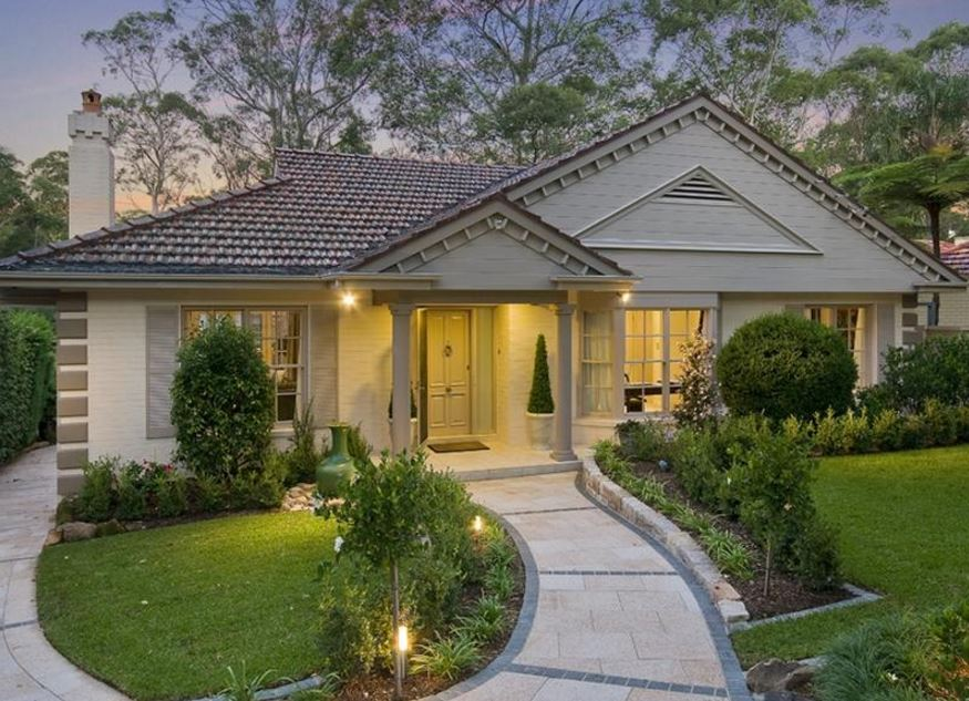 Imagen de casas modernas con jardin adelante y atras for Fotos de jardines de casas modernas