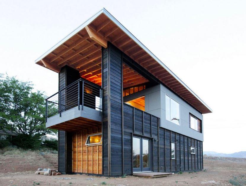 fachada de casa angosta con terraza al frente