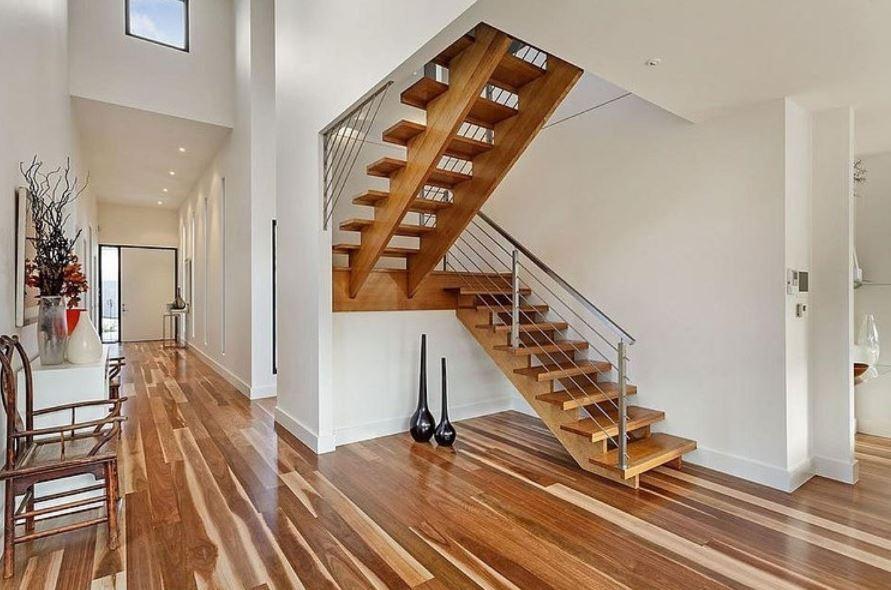 como-ubicar-una-escalera-en-una-casa-plano