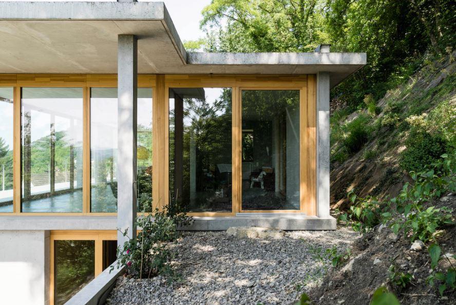 tepelerin yamaçlarına inşa edilmiş evler