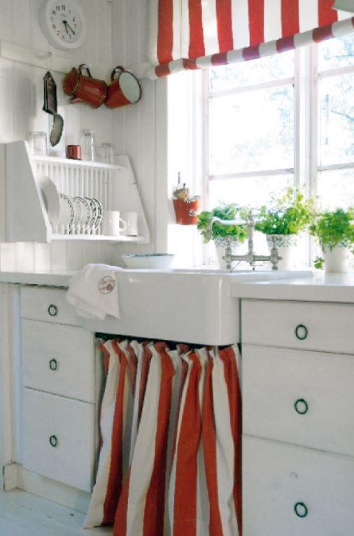 kumaş perdeli mutfak tezgahı altı